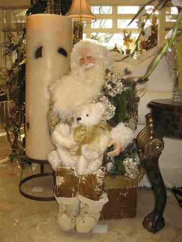 Online Christmas Decorations and Collectables Auction