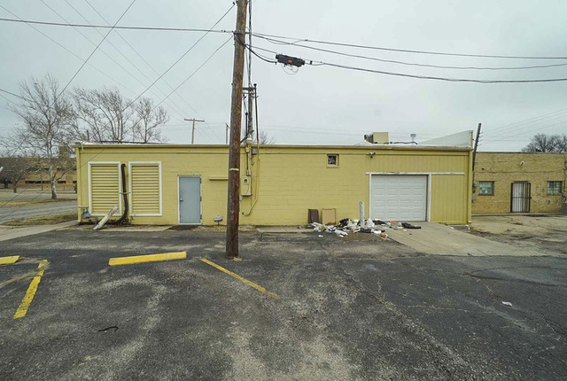 (NE) 5,432 +/- Sq.Ft. Commercial building on nearly half an acre lot