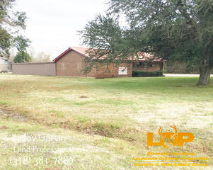 1 +/- Acre with 4000 SQ FT Building in Bunkie, LA