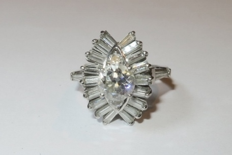 JEWELRY & COLLECTIBLES
