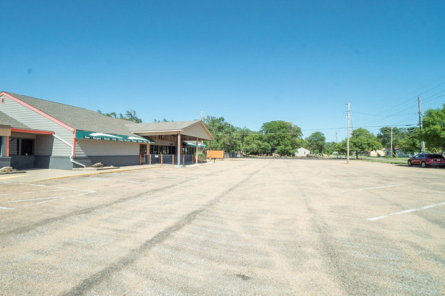 (NW) NO MIN/NO RES | 5,756 +/- SF Commercial Bldg on 1.06 +/- Acres