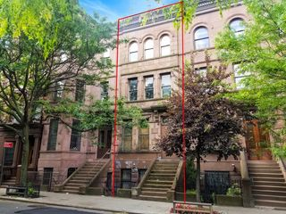 3,300+ SQ FT BROWNSTONE