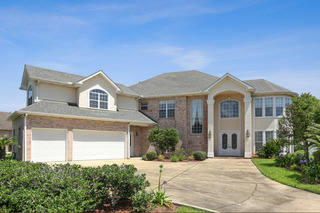 Home For Sale at Online Auction in Belle Chasse, LA