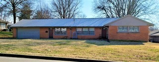 1,875 SQFT NORTHSIDE BRICK RANCH