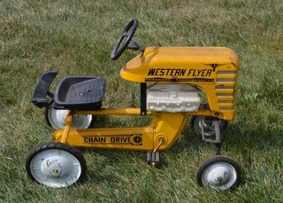 Western Flyer WFE 1964 pedal tractor