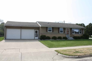 Beautiful 3 bedroom rambler home plainview mn for for Beautiful rambler homes