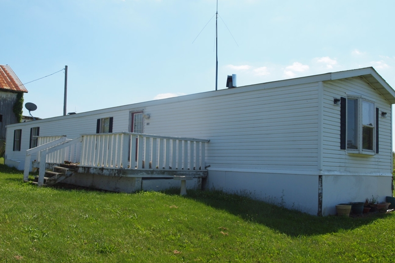 14 X80 Mobile Home http://www.strawserauctions.com/Absolute-Auction-a163119.php