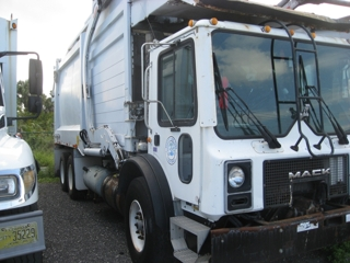 Mack/Heil MR688S Front Loader