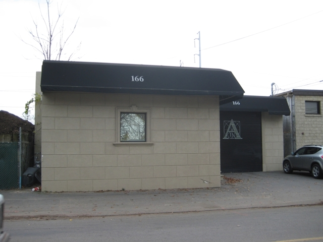8 000 sq ft office building showroom shop maltz auctions for 8000 square foot building