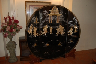 Black lacquer Moon screen, 72 in. diameter