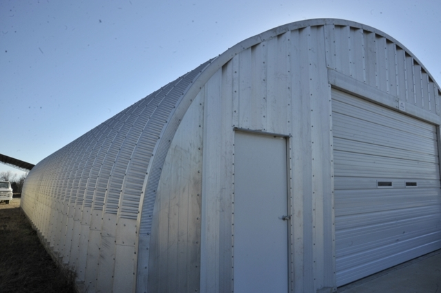 Used farm items quonset hut for sale acme auction co for Steel frame barns for sale