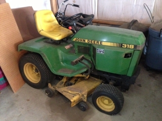 John Deere 318 Riding Lawn Tractor
