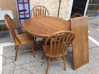 Round Oak Table w/ 4 Chairs
