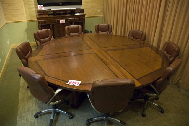 ABSOLUTE AUCTION Roebuck Auctions - Round conference table for 10