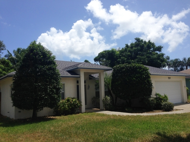 FOR SALE ~ 3BR / 2BA HOME CLOSE to DOWNTOWN STUART