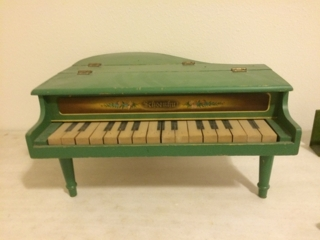 Atntique Miniature Piano