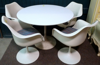 Knoll Table & 4 Chairs