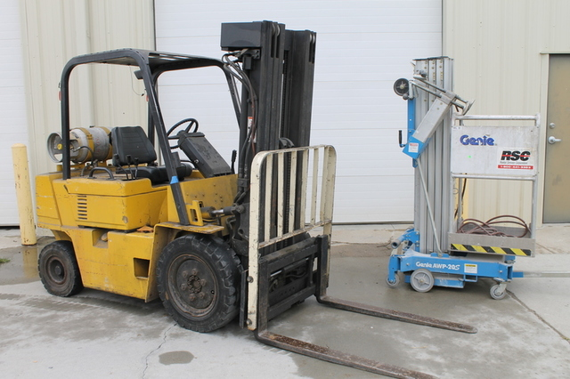 Cat Lift Boom : Timed online auction cat forklift genie aerial