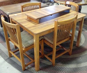 Chromcraft Danish-style Table & 4 Chairs