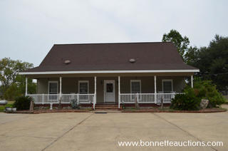HOME FOR SALE AT AUCTION IN COLFAX, LOUISIANA
