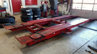 Hunter 9,000 Lb. Parallelogram Alignment Lift w/ (2) 4,500 Lb. Swinging Air Jacks, plus Model RM Console
