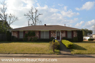 HOME FOR SALE AT AUCTION IN ALEXANDRIA, LOUISIANA