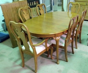 Thomasville Dining Room Table with 6 Chair and Matching Hutch