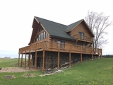 Beautiful Lakefront Log Cabin & Farmland/Waterfront
