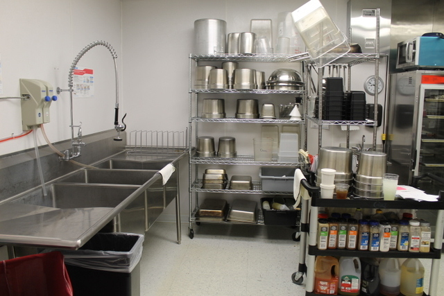New Restaurant Food Service Liquidation Auction The Auction Mill - Restaurant supply prep table