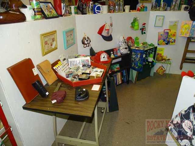 Buyer 39 S Paradise Collectible Thrift Store Liquidation Auction In Greeley Colorado By Rocky
