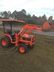 Kubota B2100 with Canopy - LA301 Bucket