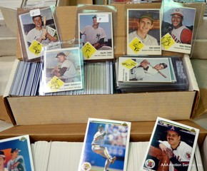 Large Selection of Vintage & Modern Baseball Cards