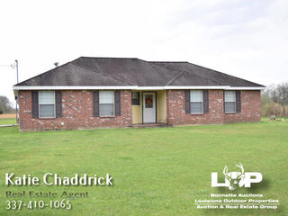 Beautiful 3 bedroom Acadian home for sale near Grand Prairie Elementary