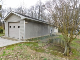 EFFICIENCY APARTMENT, (3) STORAGE SHEDS & KENNEL ON 1.25 +/- ACRES