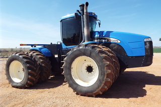 Lot 365 2005 New Holland TJ375 tractor, 4x4