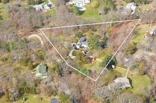 3+ ACRES IN SYOSSET SD