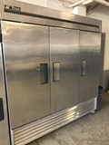 Online Restaurant Equipment and Supplies Warehouse Auction SHIPPING SERVICES AVAILABLE