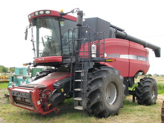 CASE/IH 8810 on rubber  (Only 1,200 sep. hours)
