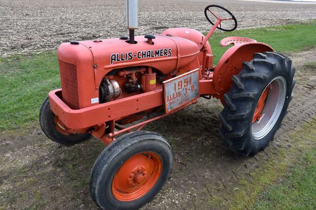 LARGE TWO DAY ALLIS CHALMERS COLLECTOR AUCTION FOR CLAIR