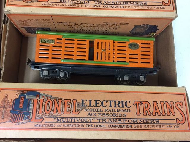 Trains * RR lamps * Knives - Tom Hall Auctions