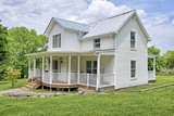 Country Victorian Farmhouse w/ 21 acres - Large Barn & Creek - West of Nashville