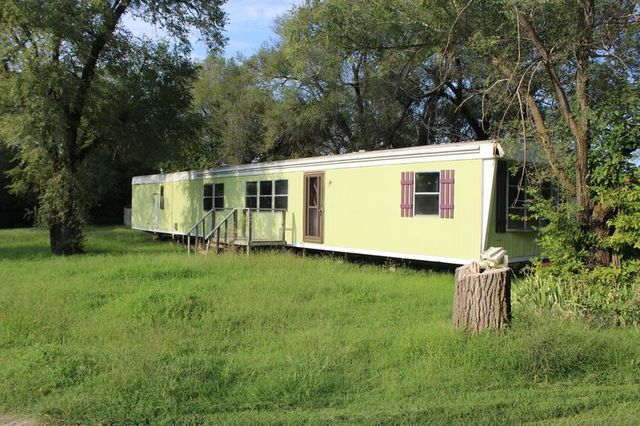 124 S BRIGHT - MOBILE HOME ON 2 CITY LOTS - WELLINGTON