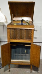 Colonial Phonograph