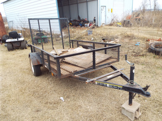 5'x8' utility trailer w/expanded metal floor and ramp, also has vinyl floor