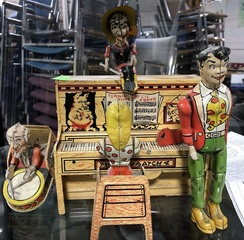 'lil Abner Key Wind Tin Toy by Unique Art C. 1945