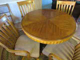 Dining Table & Chairs  -  table haas hidden leaf