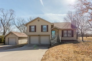 No Reserve Real Estate Auction: 3 Bedroom, 2 BA Home  |  Kansas City, MO ~ BIDDING ENDS IN 3 DAYS!