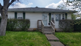 2 BEDROOM EVANSVILLE HOME WITH DECK AND WORKSHOP
