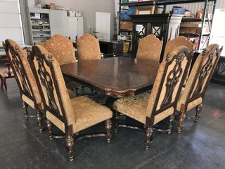 BEAUTIFUL OVERSIZED BANQUET TABLE