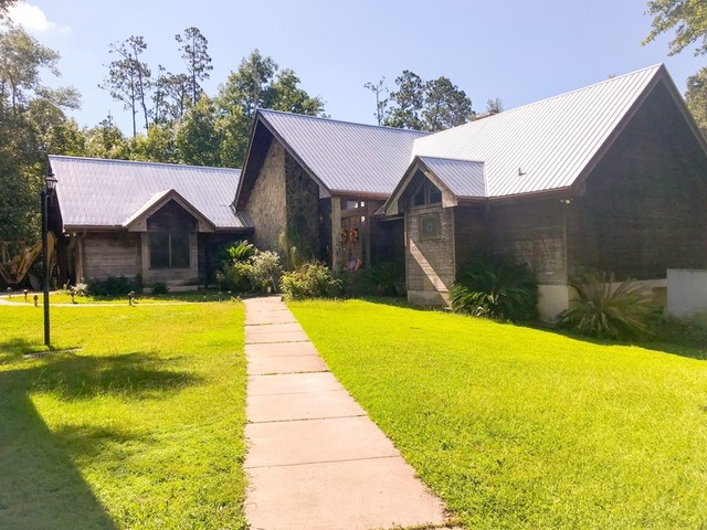 ABSOLUTE AUCTION - 4,200SF± Lake Home close to Gainesville, FL